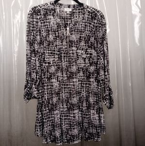 EUC AVENUE BLK/WHITE ABSTRACT ZIP UP STRETCH TUNIC